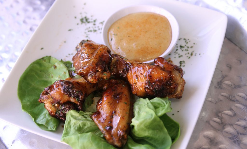 wings and dipping sauce